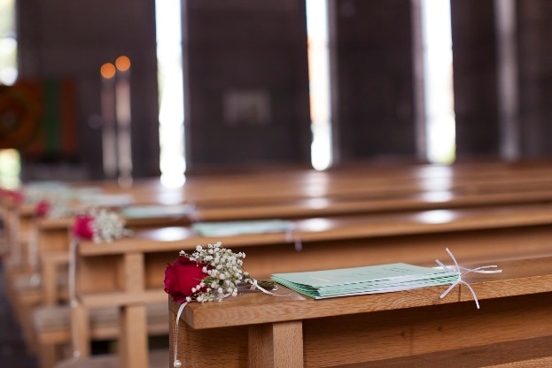 Hochzeit_Kirchenbank_Dekoration